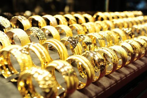 Giá vàng hôm nay 25/11: Vàng tiếp tục giảm sâu - 1