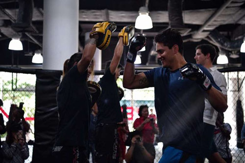 """Người hùng bơi châu Á """"vật lộn"""" với mỹ nữ võ MMA - 3"""