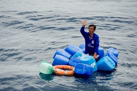 Giải cứu ngư dân bị trôi dạt suốt 3 ngày trên biển - 1