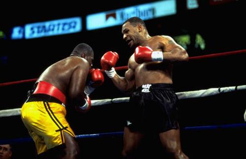 """4 cú đấm """"ngàn cân"""": Đối thủ sợ Mike Tyson đến già - 1"""
