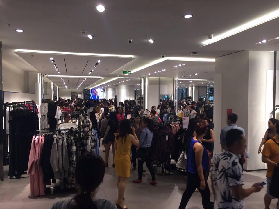 TP.HCM - Hà Nội: Black Friday và những hình ảnh đáng xem - 9