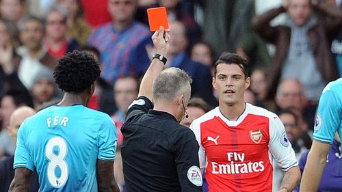 Arsenal: Xhaka, nguy cơ từ đắt giá thành hàng hớ - 1