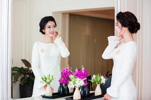 """Hoa hậu Mỹ Linh""""hút ánh nhìn"""" với váy trắng quyến rũ - 5"""