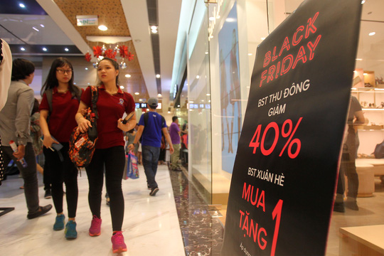 TP HCM: Đông nghẹt người xếp hàng mua đồ giảm giá ngày Black Friday - 6