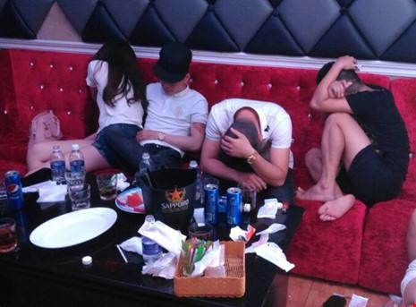 Hàng chục thanh niên phê ma túy trong nhà hàng ở SG - 4