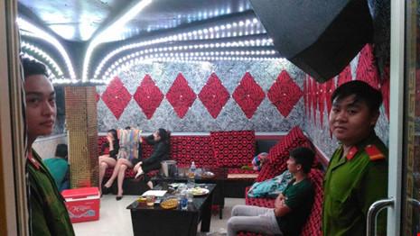 Hàng chục thanh niên phê ma túy trong nhà hàng ở SG - 5