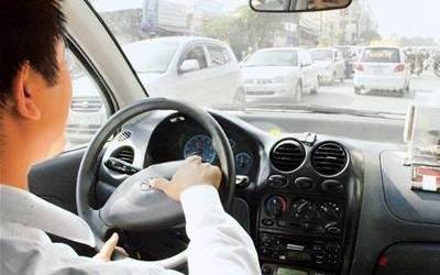 Phát hiện lái xe được bổ nhiệm làm phó văn phòng - 1