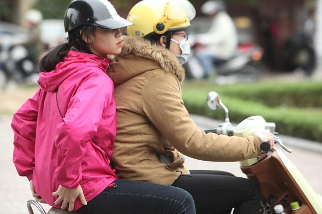 """Gái Hà Nội mặc """"trên đông dưới hè"""" trong ngày rét 15 độ - 3"""
