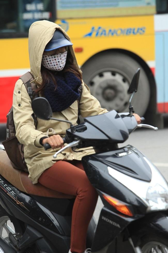 """Gái Hà Nội mặc """"trên đông dưới hè"""" trong ngày rét 15 độ - 4"""