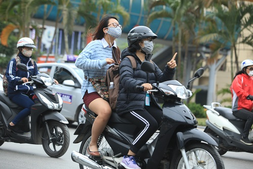 """Gái Hà Nội mặc """"trên đông dưới hè"""" trong ngày rét 15 độ - 10"""