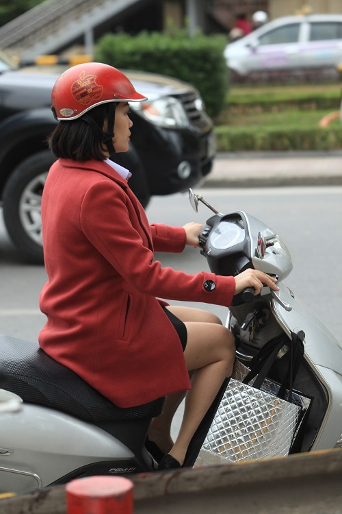 """Gái Hà Nội mặc """"trên đông dưới hè"""" trong ngày rét 15 độ - 11"""