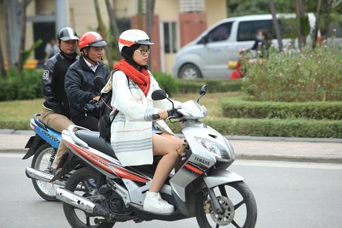 """Gái Hà Nội mặc """"trên đông dưới hè"""" trong ngày rét 15 độ - 12"""