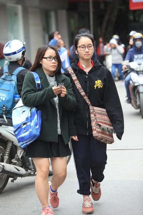 """Gái Hà Nội mặc """"trên đông dưới hè"""" trong ngày rét 15 độ - 14"""