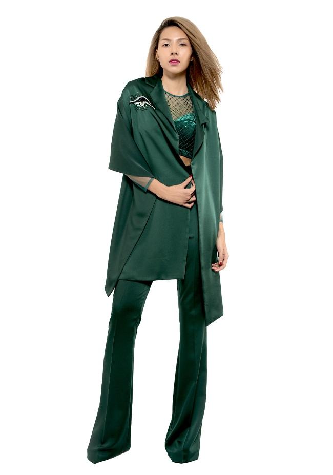 Chân dài Minh Triệu khác lạ với váy cắt xẻ tứ bề - 8