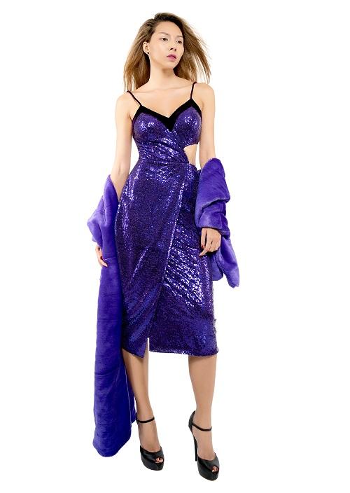 Chân dài Minh Triệu khác lạ với váy cắt xẻ tứ bề - 4