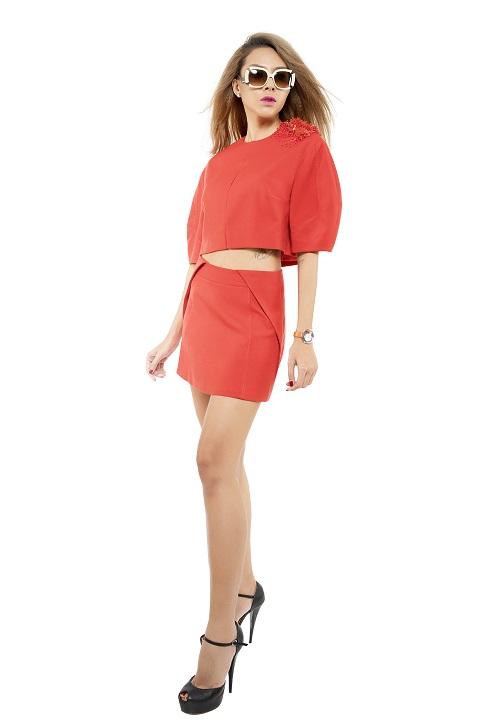 Chân dài Minh Triệu khác lạ với váy cắt xẻ tứ bề - 11