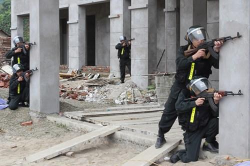 Mục kích diễn tập chống khủng bố ở Bắc Kạn - 2