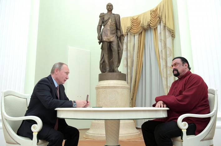 Putin cấp hộ chiếu Nga cho diễn viên Mỹ nổi tiếng - 1