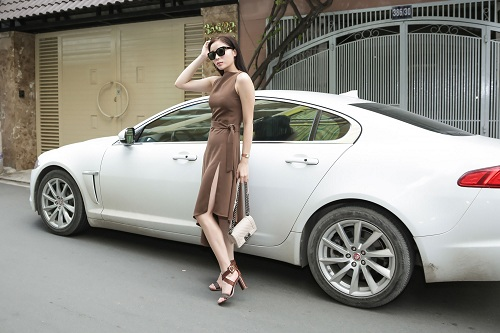 Hoa hậu Kỳ Duyên gây sốc với mặt mộc, lái xế sang chảnh - 2