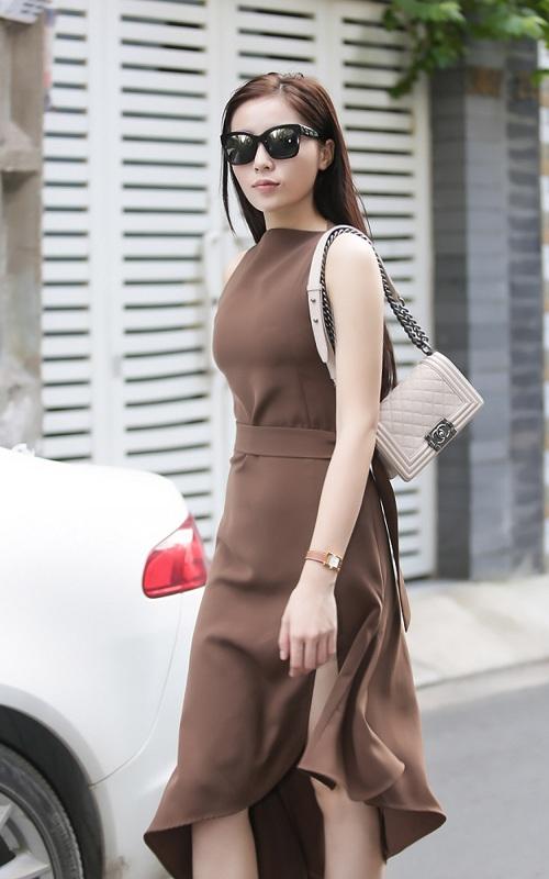 Hoa hậu Kỳ Duyên gây sốc với mặt mộc, lái xế sang chảnh - 3