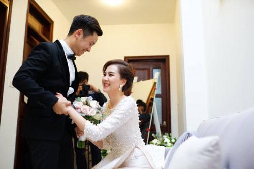 MC Mai Ngọc diện áo dài đính 2.000 viên ngọc trai - 13