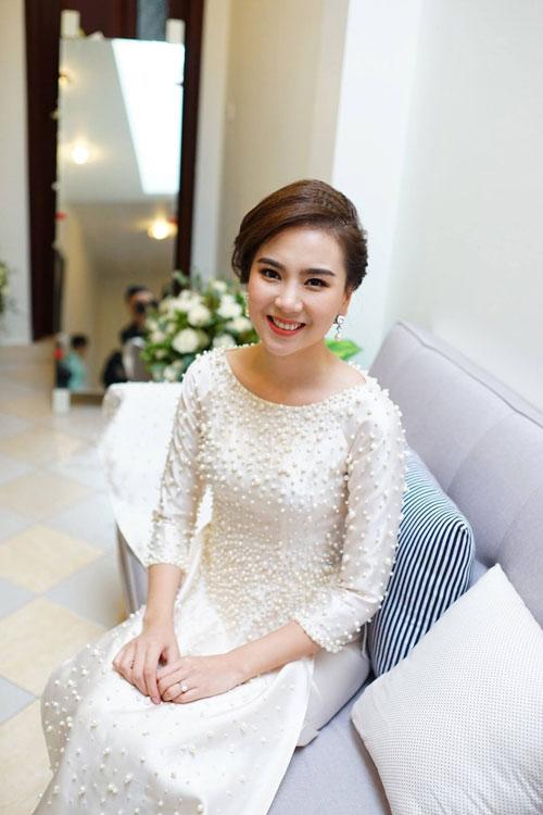 MC Mai Ngọc diện áo dài đính 2.000 viên ngọc trai - 3