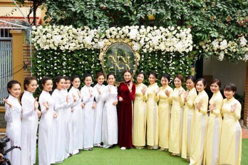 MC Mai Ngọc diện áo dài đính 2.000 viên ngọc trai - 4
