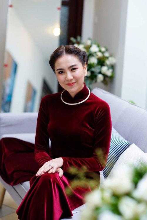 MC Mai Ngọc diện áo dài đính 2.000 viên ngọc trai - 6