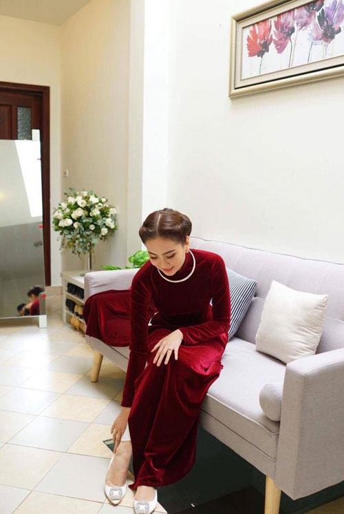 MC Mai Ngọc diện áo dài đính 2.000 viên ngọc trai - 7