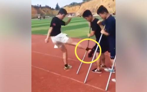 Sốc: Võ sĩ Trung Quốc chân không đá gãy 30 thanh sắt - 1