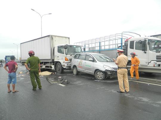 Tai nạn liên hoàn, cô gái 22 tuổi bị ô tô tông tử vong - 2