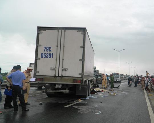 Tai nạn liên hoàn, cô gái 22 tuổi bị ô tô tông tử vong - 1