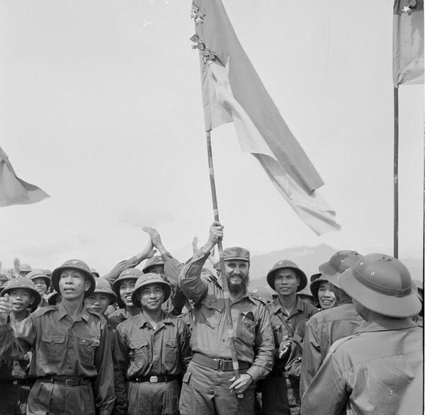 Lãnh tụ Cuba Fidel Castro từng bật khóc bên bờ Bến Hải - 1