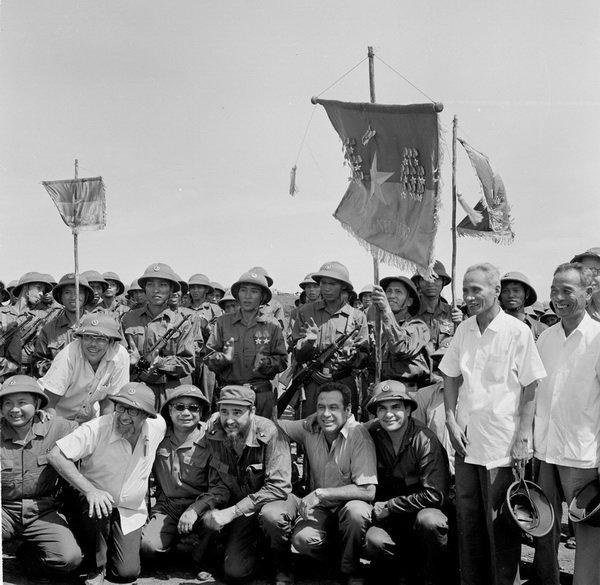Lãnh tụ Cuba Fidel Castro từng bật khóc bên bờ Bến Hải - 2