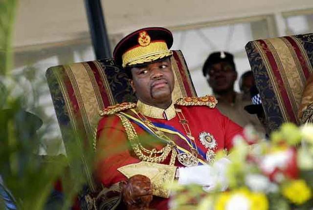 Vua châu Phi tiêu tiền như nước, mỗi mùa hè một vợ mới - 2