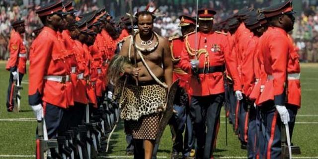 Vua châu Phi tiêu tiền như nước, mỗi mùa hè một vợ mới - 7