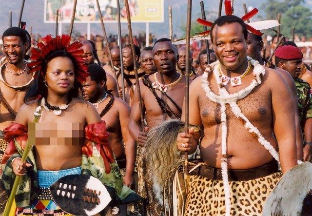 Vua châu Phi tiêu tiền như nước, mỗi mùa hè một vợ mới - 5