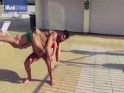 Thể thao - Hoa hậu siêu khỏe: Mặc bikini vác bạn trai lên vai