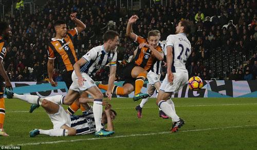 Hull City - West Brom: Hậu vệ vô-lê đẹp mắt - 1
