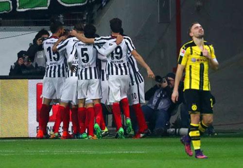 Frankfurt - Dortmund: Đang hưng phấn bỗng xịt - 1
