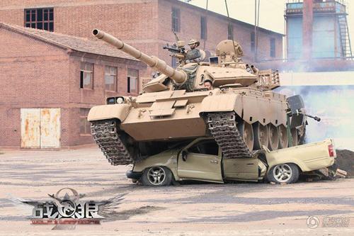 """Ngô Kinh """"cưỡi"""" xe tăng, suýt chết khi quay """"Chiến Lang 2"""" - 2"""