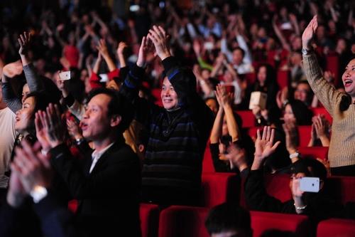 """Khán giả U60 """"quẩy sung"""" trong đêm nhạc Modern Talking - 4"""