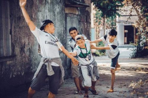 Bộ ảnh hồi ức tuổi thơ gây sốt của 4 chàng SV báo chí - 4