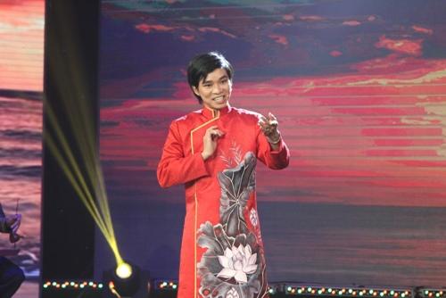 Khán giả ngỡ ngàng với giọng hát cải lương của Sơn Tùng - 1