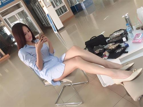 Mai Phương Thúy mê mặc váy cực ngắn khoe chân siêu dài - 1