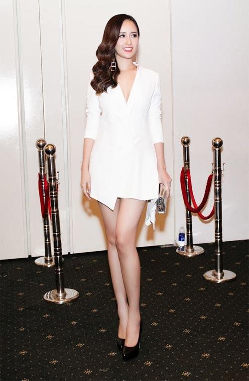 Mai Phương Thúy mê mặc váy cực ngắn khoe chân siêu dài - 4