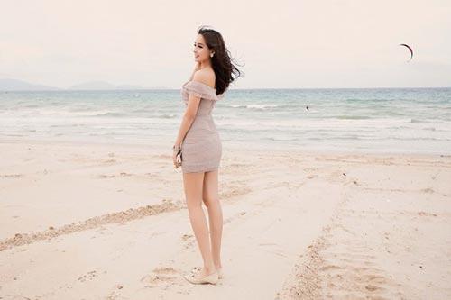 Mai Phương Thúy mê mặc váy cực ngắn khoe chân siêu dài - 9