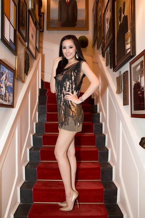 Mai Phương Thúy mê mặc váy cực ngắn khoe chân siêu dài - 7