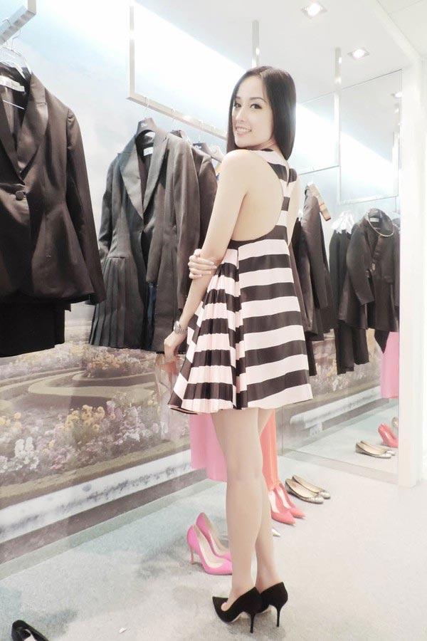 Mai Phương Thúy mê mặc váy cực ngắn khoe chân siêu dài - 13
