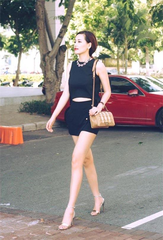 Mai Phương Thúy mê mặc váy cực ngắn khoe chân siêu dài - 12
